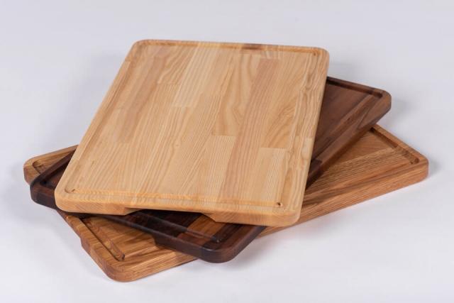 Velik pladenj iz različnih vrst lesa
